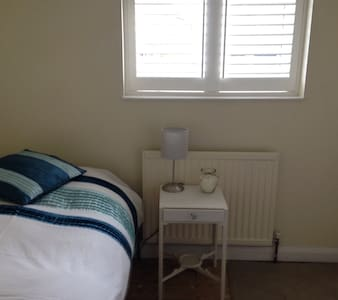 Coham- single room in cosy cottage - Stoke D'Abernon