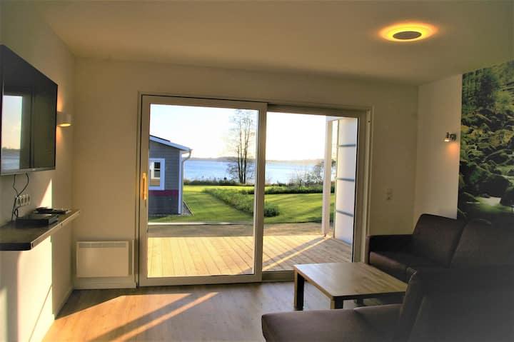 Ferienhaus (77m²) mit Seeblick für 4 Gäste