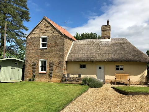 Thatched cottage in the Lincolnshire Wolds