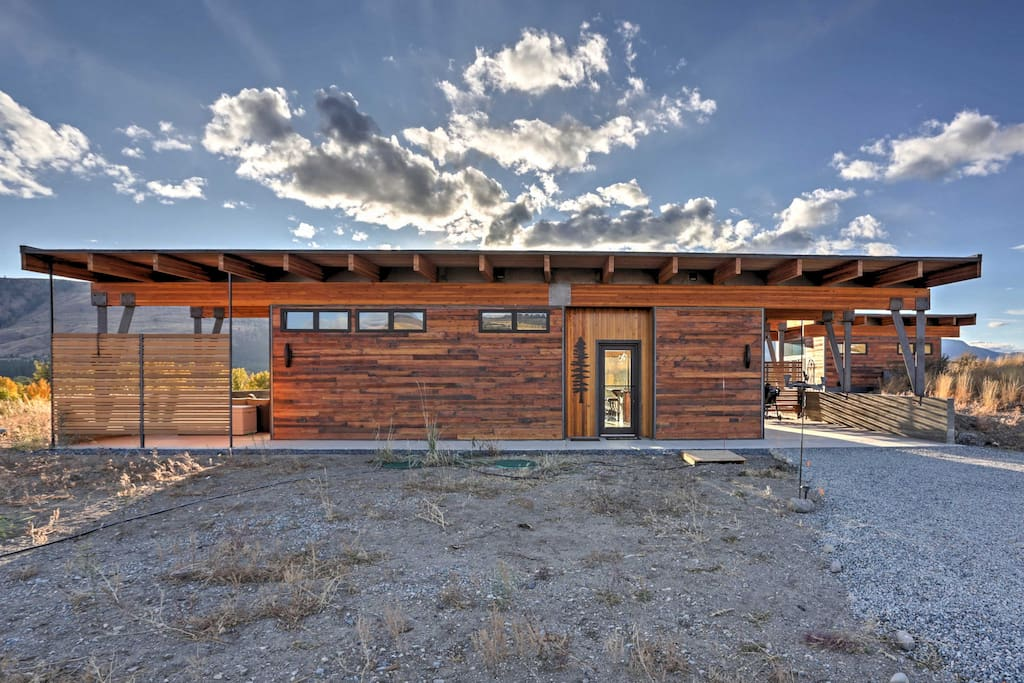 Inside, heated concrete flooring meets your feet, while wood, metal and windows frame the mountain views.