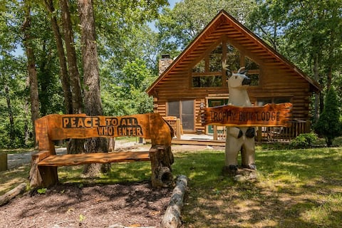 Secluded Amazing, Trophy Buck, Hot Tub, decks with view, Loft, GameTable