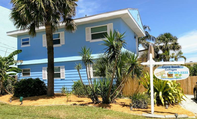 Cocoa Beach Cottage upstairs - with hotel license