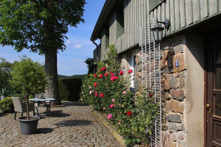 Kleines Haus mitten in der Natur, tolle Terrasse