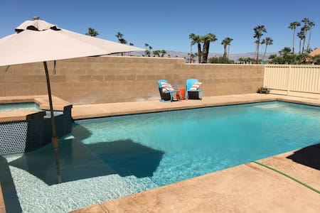 Ultimate Relaxation in Private Room with Pool - Palm Desert - Hus