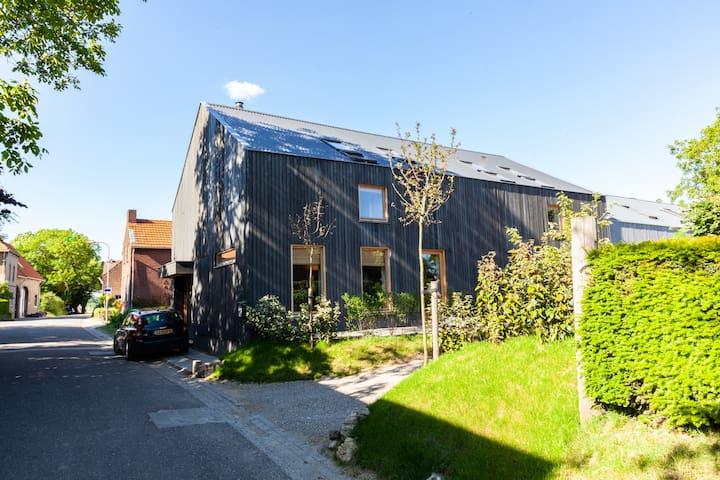 Moderne, ruime woning in het heuvelland
