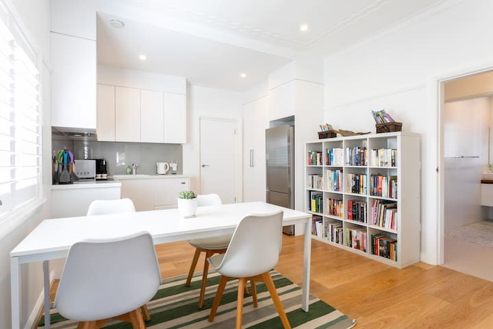 Rest, relax and recharge in 2BR Manly Beach oasis