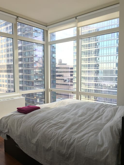 Huge king-size bed with lots of sunlight thanks to the huge floor-to-ceiling windows