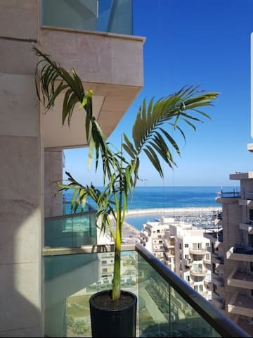 Deluxe apartment 2 minutes walk from the beach