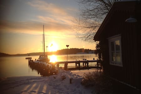 Red cottage by lake Mälaren, Bromma Stockholm - 스톡홀름