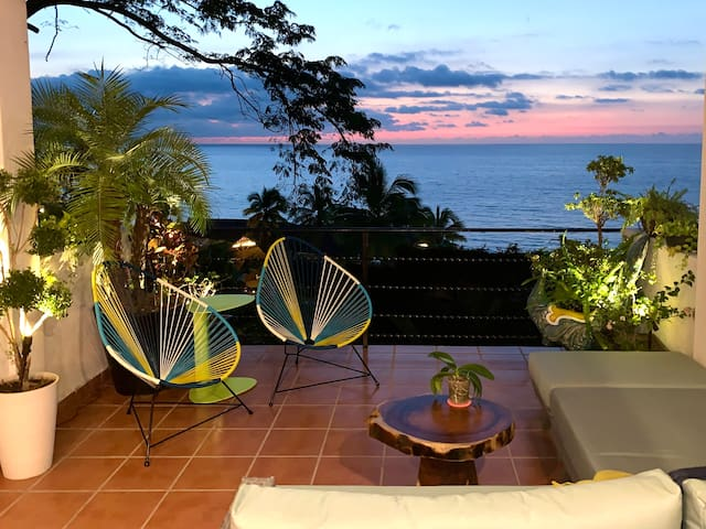 Casa Pavo Real - Huge Terrace, Steps to Beach!