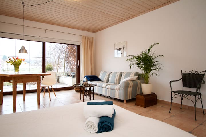 The Alps, Great Coffee and a Bright Flat for Two - Bernau am Chiemsee - Apartemen