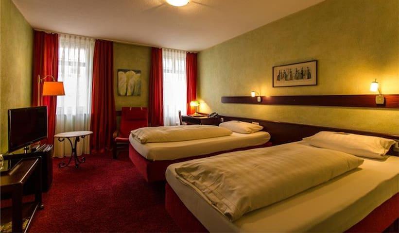 STADT-Hotel, (Lörrach), Doppelzimmer mit Dusche und WC