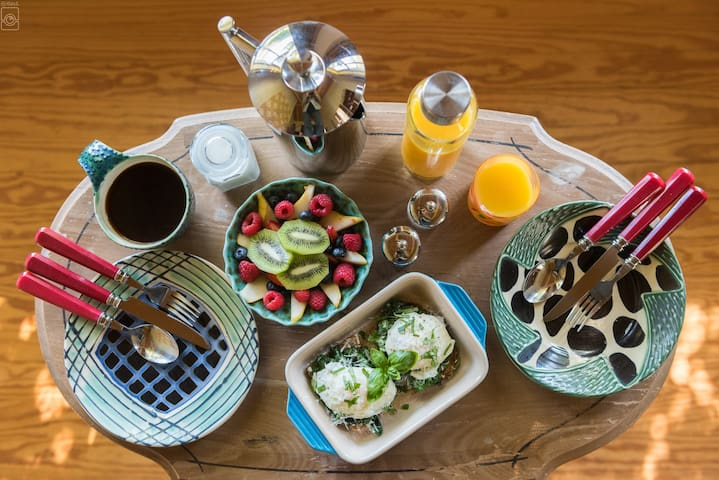 Breakfast delivered to your room each morning!
