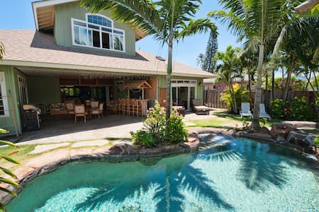 Breathtaking Upscale Kailua home w/ tropical pool