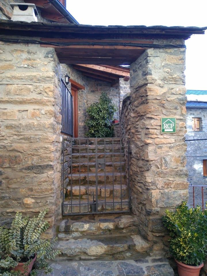 casa enmig dels Pirineus lleidatans