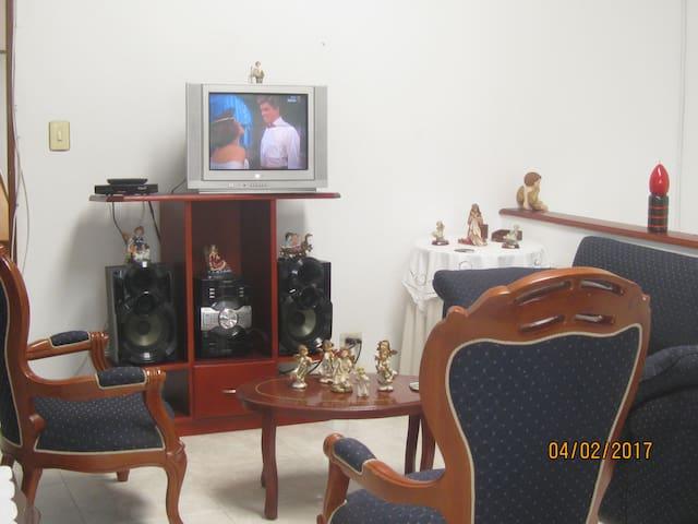 Casa campestre 25° A 1.30 Bogota CAMINANTES GRUPOS - La Gran Via - Huis