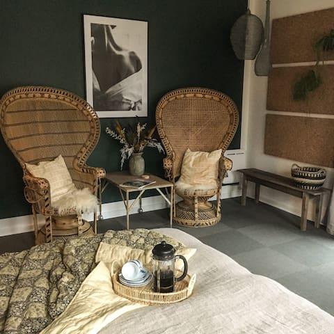 Personlig og hyggelig lejlighed i Bruuns Have