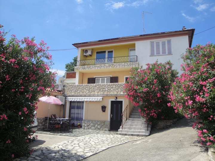 One-bedroom Apartment 300m from Sea
