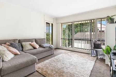 Affordable Shared room in Surfers paradise.