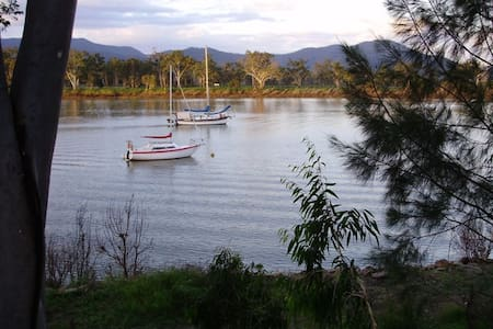 Riverside Cottage South Rockhampton Pet Friendly - Rockhampton