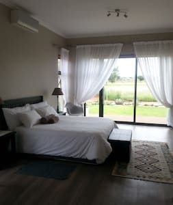 Golf and nature estate.Private rooms shared living - Haus