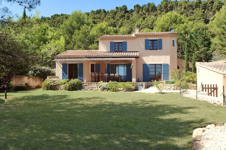 Modern villa with heated, private swimming pool near Mont Ventoux.