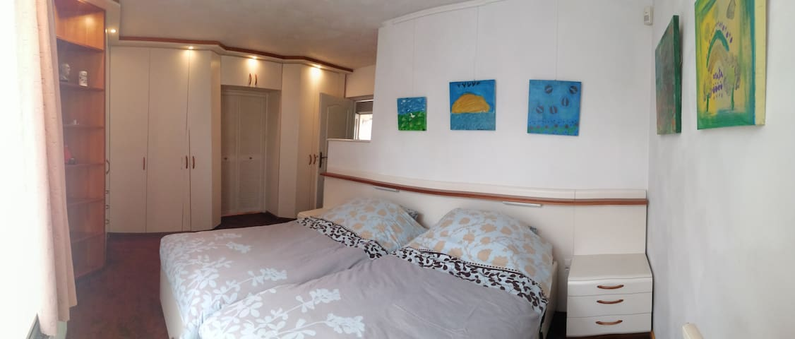 Slaapkamer / Bedroom