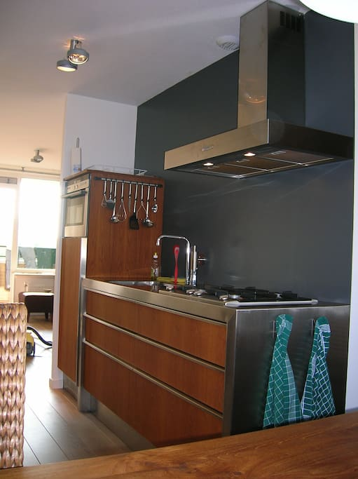 Moderne keuken met alle apparatuur
