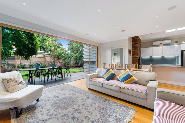 Lovely Family Home in Quiet Bayside Neighbourhood