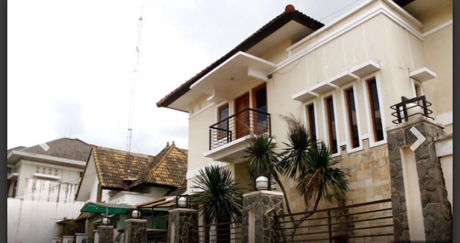 3bedroom house in central jogja ugm - Jogja  - House