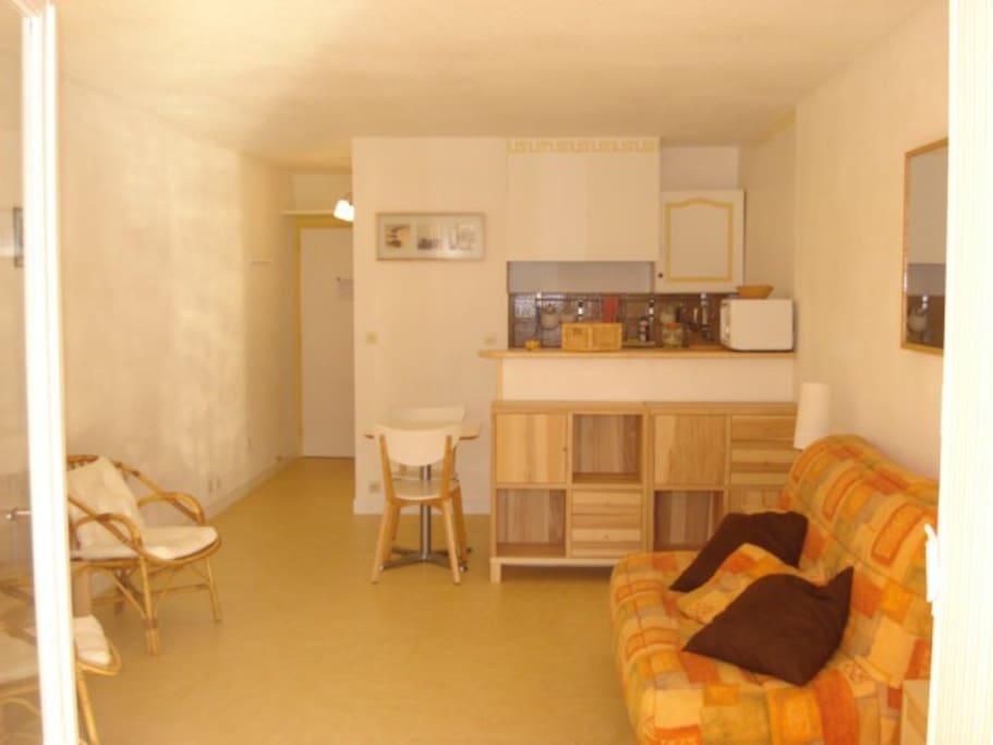 ref 1717 les iles d 39 or studio six fours plages appartements louer six fours les plages. Black Bedroom Furniture Sets. Home Design Ideas
