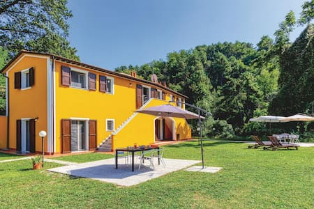 Holiday apartment with 1 bedroom on 50m² in Carrara -MS-