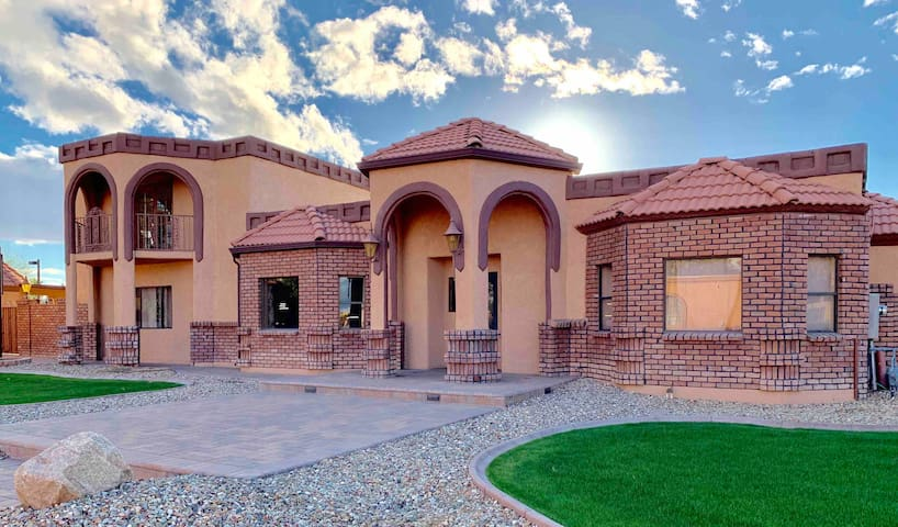 Spacious DT Phx Home by Phx Cnvt Ctr & Chase Field