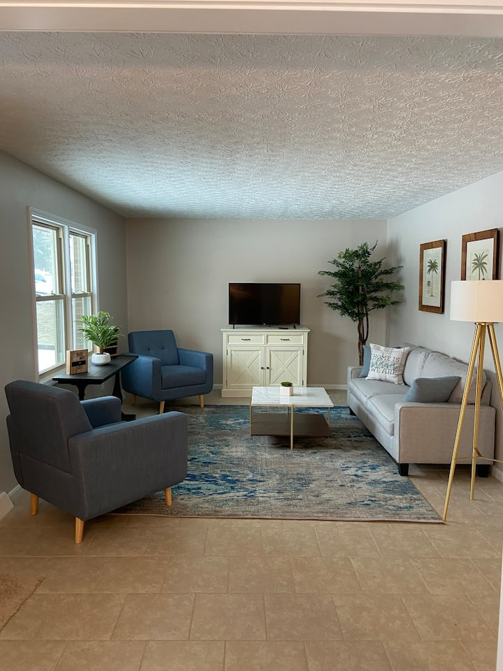 Luxury Modern Duplex near Green River Lake