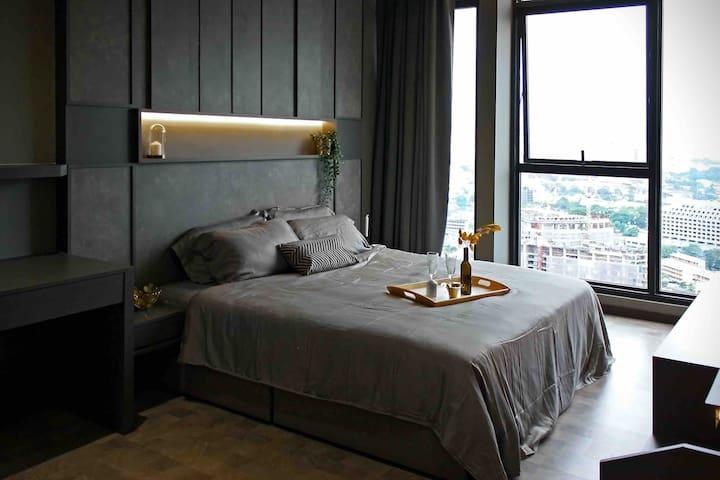 Bedroom 1 . 2nd floor queen bed