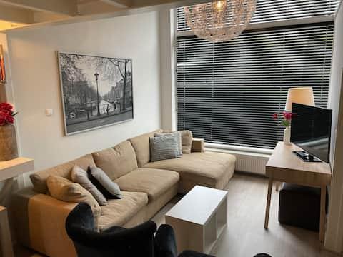 Modern CITY HOUSE -7P 20min Amsterdam/ The Hague