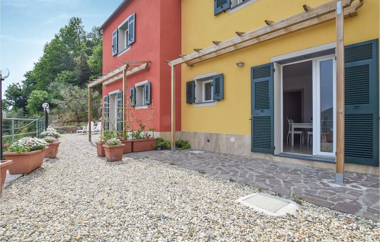 Semi-Detached with 2 bedrooms on 60m² in Framura