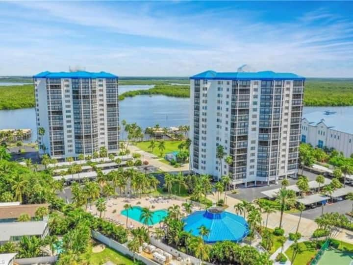 Fort Myers Beach Condo- STEPS FROM THE BEACH 🏝