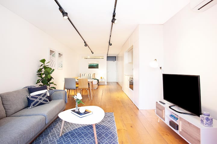 Stylish Studio with Balcony near Darling Square