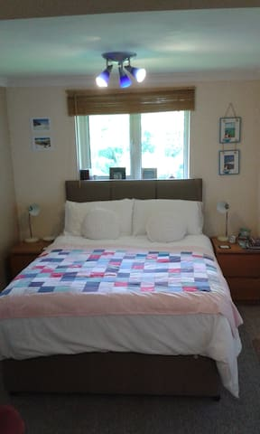 Self contained studio, private parking, sleeps 2. - Newlyn - Apartemen