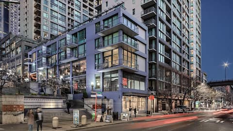 Modern Executive Suite Near Pike and Waterfront