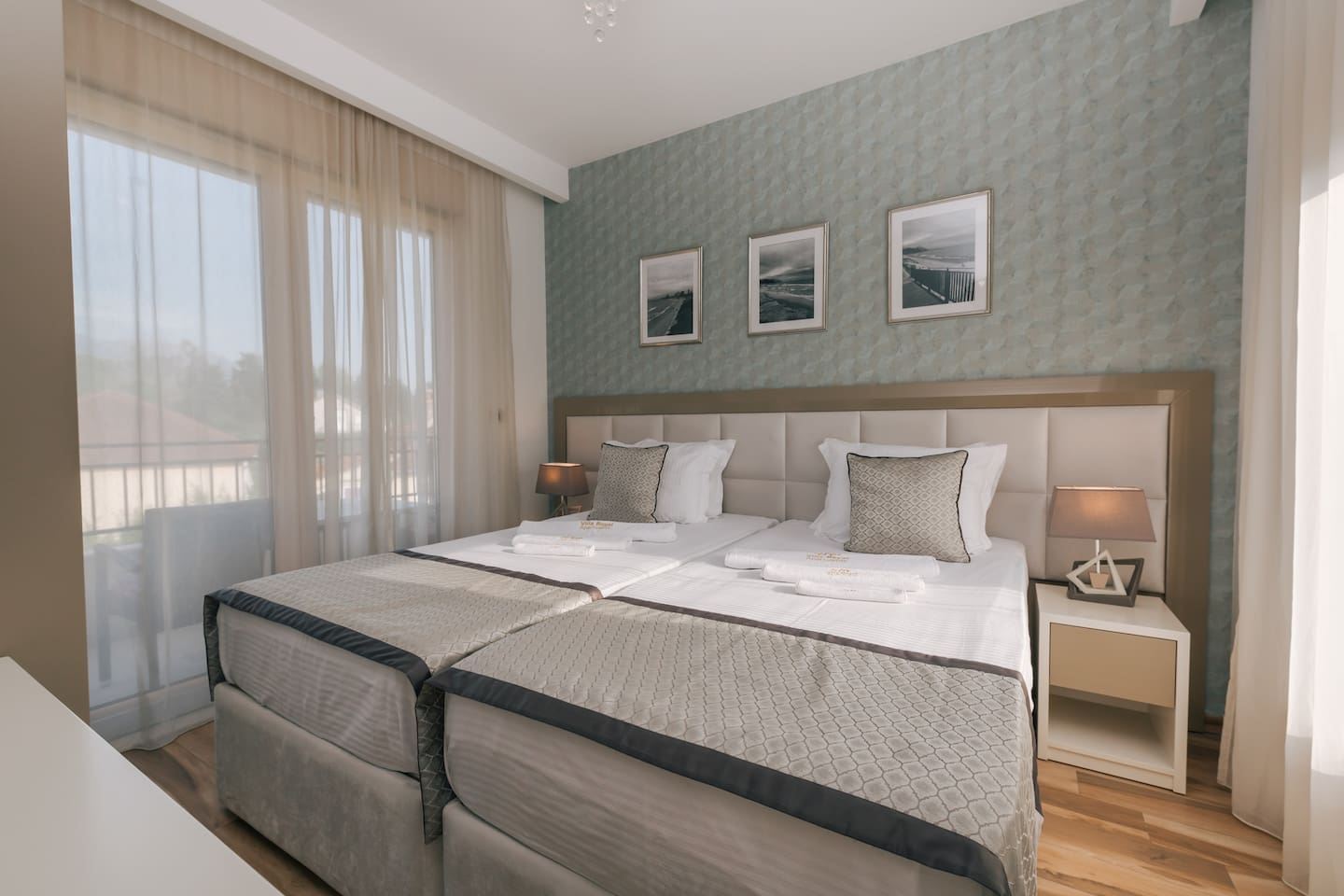 Bedroom with extralarge King bed 200x200cm or two single beds 100x100cm