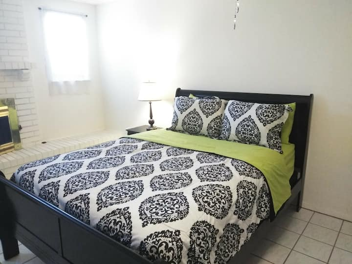 Big Private Room! Great Area! 1 minute from I-10!