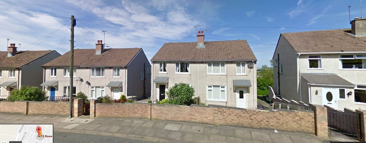 Rooms availabe in a 3 bed semi with Gardens - Workington