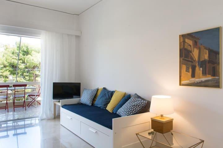 Modern and Cozy Apartment in Vouliagmeni! - Vouliagmeni - Lägenhet