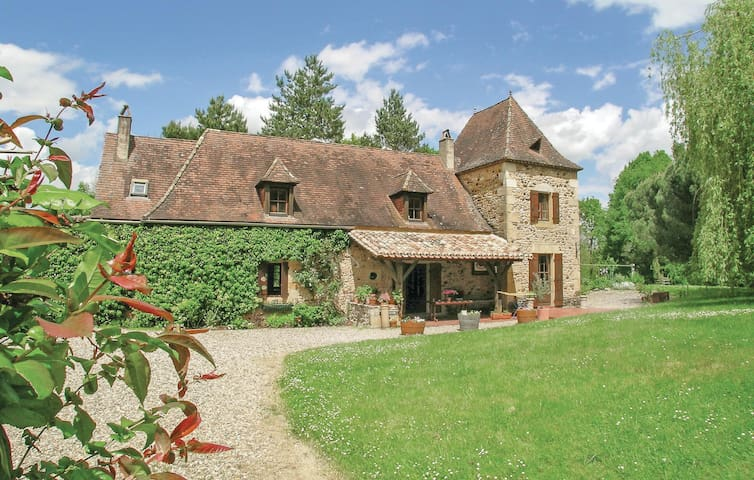 Holiday cottage with 4 bedrooms on 179m² in Monpazier