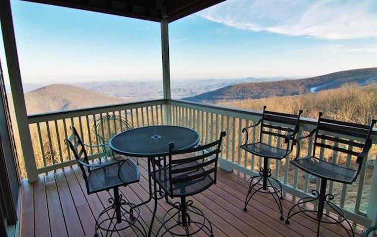 Mountain view retreat at Wintergreen Resort