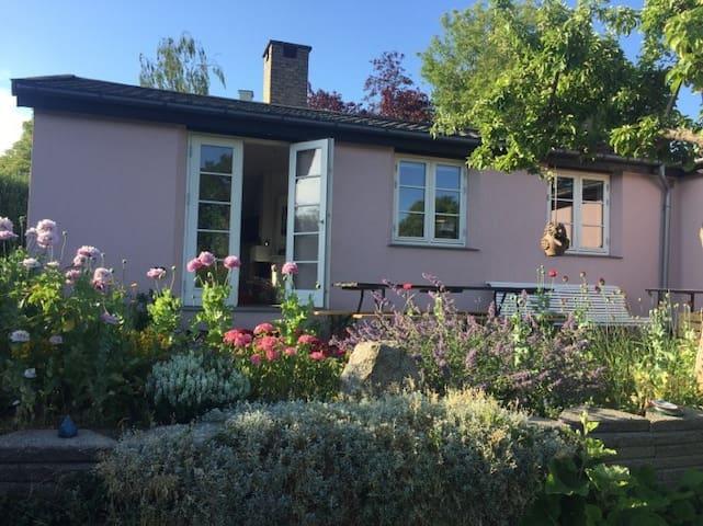 Cosy little house near the sea and Copenhagen