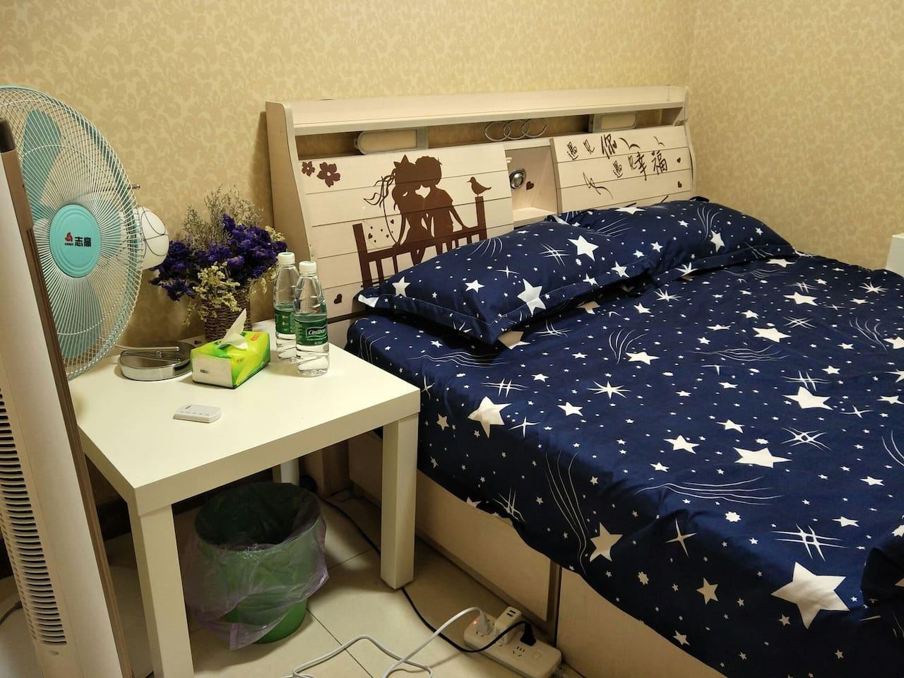 简简单单的小卧室