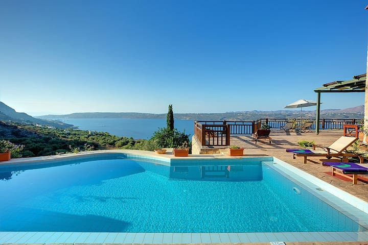 3 bedroom villa sleeps 6 in aptera